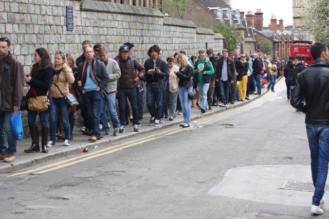 Tourists by the hundreds queue for an opportunity to enter Windsor Castle.